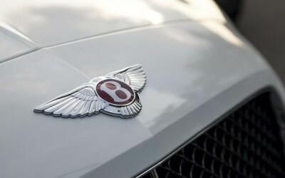 Imagini cu Bolidul Reginei . Inauntru e Disneyland . Cum arata primul SUV de la Bentley. VIDEO
