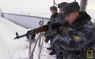 Cum arata viata in cea mai periculoasa inchisoare din Rusia. Gardienii sunt inarmati cu automate, iar puscaria e ca o fortareata