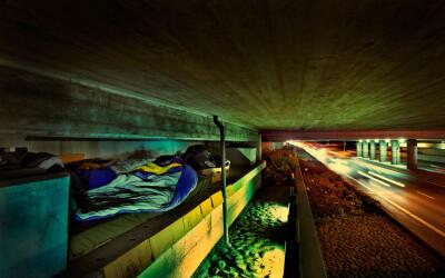 Cum arata camerele si cat te costa sa fii homeless pentru o noapte! VIDEO