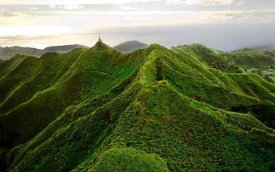 Ce poate fi mai incitant decat sa fii pe partea de sus a lumii? 10 locatii turistice care trebuie vizitate inainte de a se schimba pentru totdeauna! VIDEO