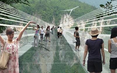 Are o lungime de 430 metri: Cel mai mare si mai inalt pod de sticla din lume! VIDEO