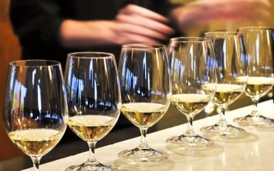Cum alegi paharul pentru vin, de unde vine denumirea de Tamaioasa romaneasca si cu ce seamana la gust! VIDEO