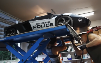 Doar baietii smecheri isi permit unul nou-nout, restul si-l fac singuri: Cum arata primul Aventador hand made de politie : VIDEO
