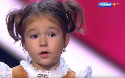 O fetita de 4 ani a uimit lumea cu abilitatile sale de memorare: vorbeste deja 7 limbi de circulatie internationala, intre care araba si chineza