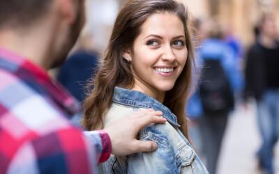 Primele 6 lucruri pe care o femeie le vede la un bărbat