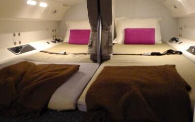 Aceasta este partea necunoscuta a unui avion: Unde se odihneste echipajul! VIDEO