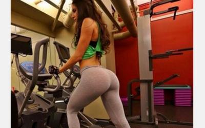 VIDEO: E dependenta de fitness si peste 1 milion de barbati se uita la ea in fiecare zi! Cum arata si ce stie sa faca femeia care a innebunit retelele de socializare: