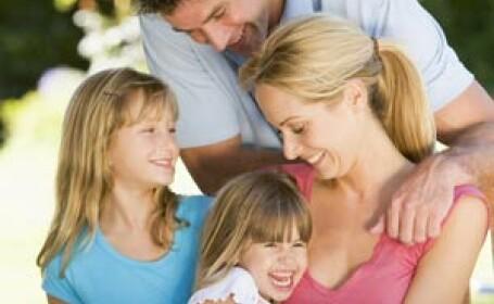 Senatul vrea sa sarbatorim Ziua Tatalui si Ziua Mamei in luna mai!
