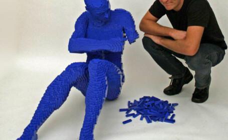 S-a lasat de avocatura ca sa se joace cu LEGO!
