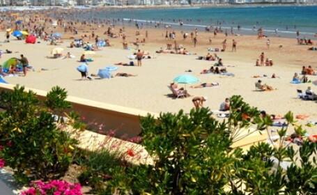 TENTANT! La mare, la soare... dai turistii cu crema si iei 5000 de euro!