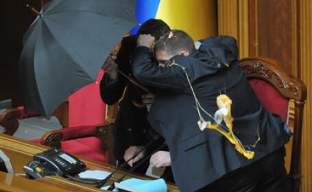 Bataie cu oua in Parlamentul Ucrainei