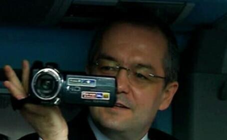 Atentie! Ne filmeaza Emil Boc. Premierului ii place in HD. VIDEO