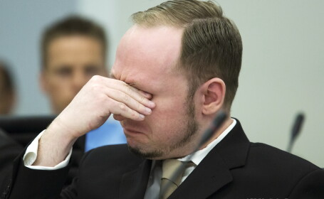 Breivik, atacat cu un pantof in sala de judecata: \