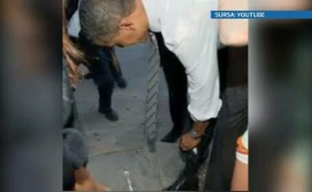Obama, stropit cu iaurt de o tanara. \