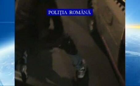 Hoti prinsi cu focuri de arma, dupa ce au dat o spargere chiar sub ochii politistilor