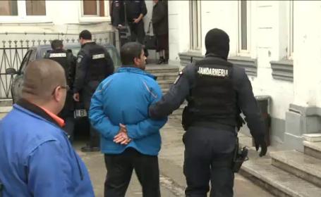 Amenintau datornicii cu spanzuratoarea. Arestari in cazul celei mai mari fraude bancare din Romania