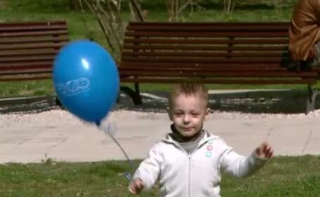 Uniti de drama prin care trec, parintii copiilor autisti cer autoritatilor sa le ofere normalitate