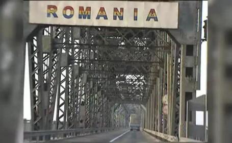 Gaura cu diametrul de 1 metru si o adancime de 80 de centimetri, pe podul Ruse - Giurgiu
