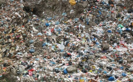 Tara care a ajuns un ocean de gunoi. Cum se distruge o mare economie a unui continent