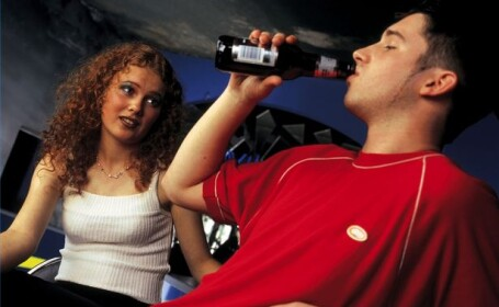 Adolescentii consumatori de alcool sau medicamente neuroleptice risca sa sufere de dementa