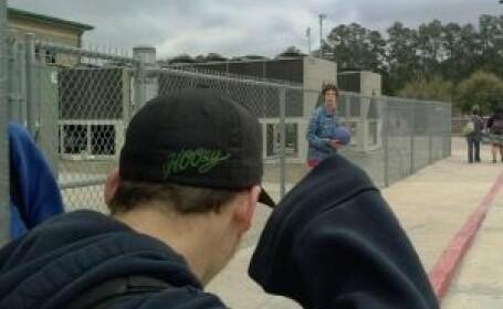 A facut o poza in apropierea unui liceu. Ce a descoperit ca aparea in ea cand a ajuns acasa. FOTO