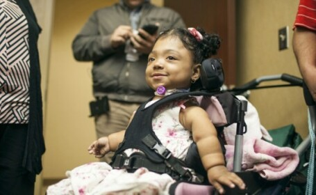 Fetita nascuta fara oase: un tratament revolutionar i-a salvat miraculos viata