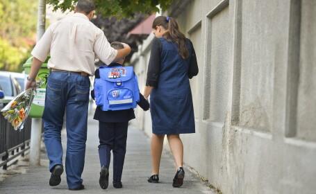 Parinti cu copilul la scoala