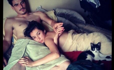 Cum au ajuns sa se fotografieze cuplurile pe Instagram. Imaginile sunt criticate dur in presa