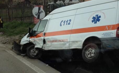 Accident grav pe DN7, in judetul Valcea. O pacienta care se afla intr-o ambulanta a murit