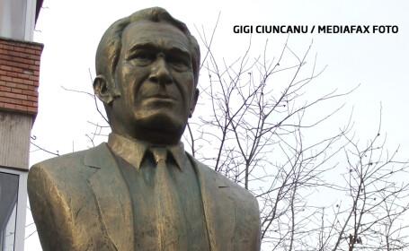 Bust al lui Sergiu Nicolaescu, dat jos pentru ca nu semana cu regizorul. \