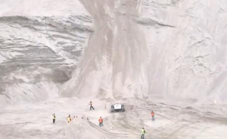 Cursa nebuna. Reuseste sau nu o masina de teren sa urce un munte foarte abrupt? VIDEO