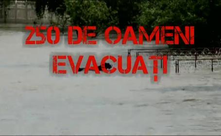 COD ROSUL de inundatii a fost ridicat. Bilantul viiturilor: patru oameni au murit, 35 de localitati sunt sub ape