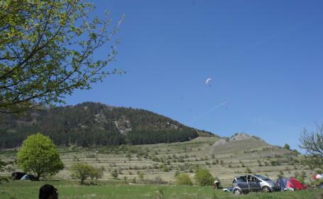 Festival de zbor in inima Transilvaniei. Parapantistii din Romania se intalnesc la Rimetea