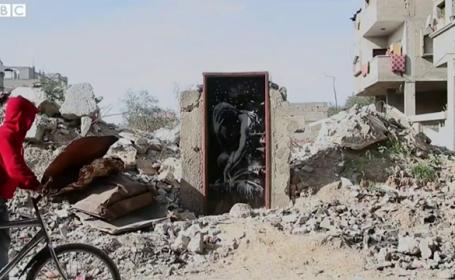 Un barbat din Gaza a vandut o opera a lui Banksy pentru mai putin de 200 de dolari. \