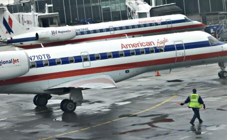 Un avion american a iesit de pe pista in timp ce se pregatea sa decoleze. Pasagerii au ramas blocati