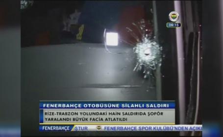 Cum arata autocarul echipei Fenerbahce dupa ce a fost atacat cu focuri de arma. Atacatorii ar fi vrut sa-i ucida de sportivi