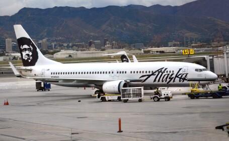 Un avion s-a intors din drum, la Seattle, dupa ce un barbat a inceput sa tipe din cala aeronavei. Cum ajunsese acolo