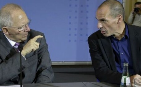 Wolfgang Schaeuble si Yanis Varoufakis. Foto: Mediafax