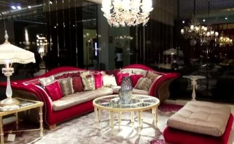Designerii romani au cucerit cu creatiile lor la targul de mobila de la Milano. Pretul unui scaun cu modele folclorice