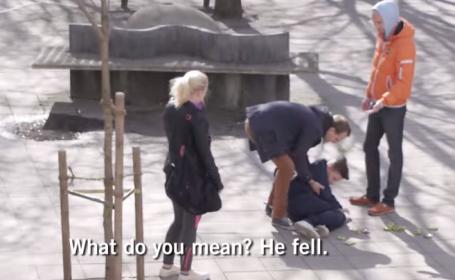 Ce se intampla cand un copil neajutorat este batut in plina strada. Reactiile trecatorilor merita tot respectul: VIDEO
