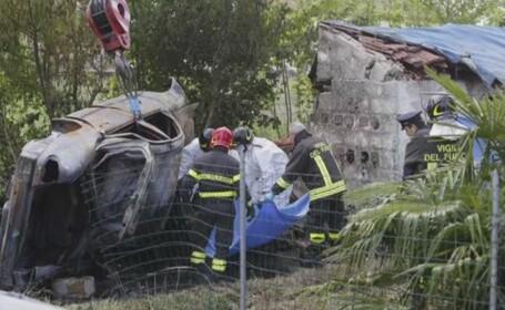 Accident cumplit in Italia: doi romani au ars de vii. Masina a \