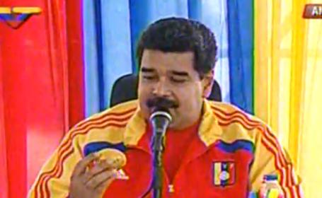 A aruncat cu un mango in presedintele Venezuelei si a primit in schimb o locuinta: \