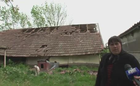 Zeci de gospodarii distruse si o localitate intreaga fara curent electric. O vijelie puternica a lovit judetul Olt