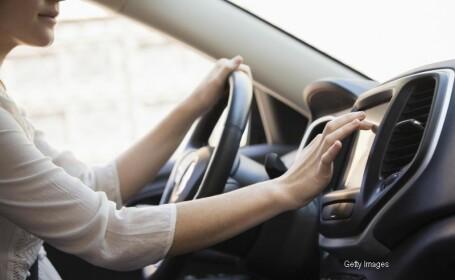 femeie la volan