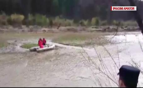 Un copil de 9 ani a murit in apele Moldovei, la Gura Homorului. Fratii lui, martori la tragedie