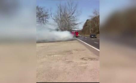 Interventie de urgenta pe Drumul National 1, la Nistoresti, in Prahova. O masina a luat foc langa o benzinarie