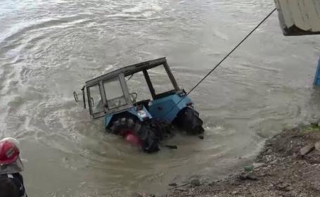 tractor scos din rau