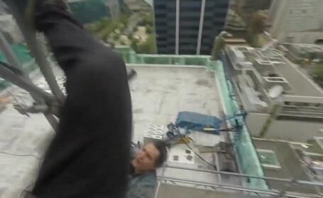 Momentul terifiant in care un alpinist cade pe beton de la o inaltime de 9 metri, in timp ce incerca sa escaladeze o cladire