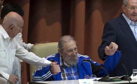 Discursul febril al lui Fidel Castro in fata a 1000 de \