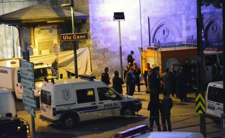 Atac terorist in Turcia, provocat de o femeie kamikaze. 13 persoane au fost ranite langa Marea Moschee din Bursa